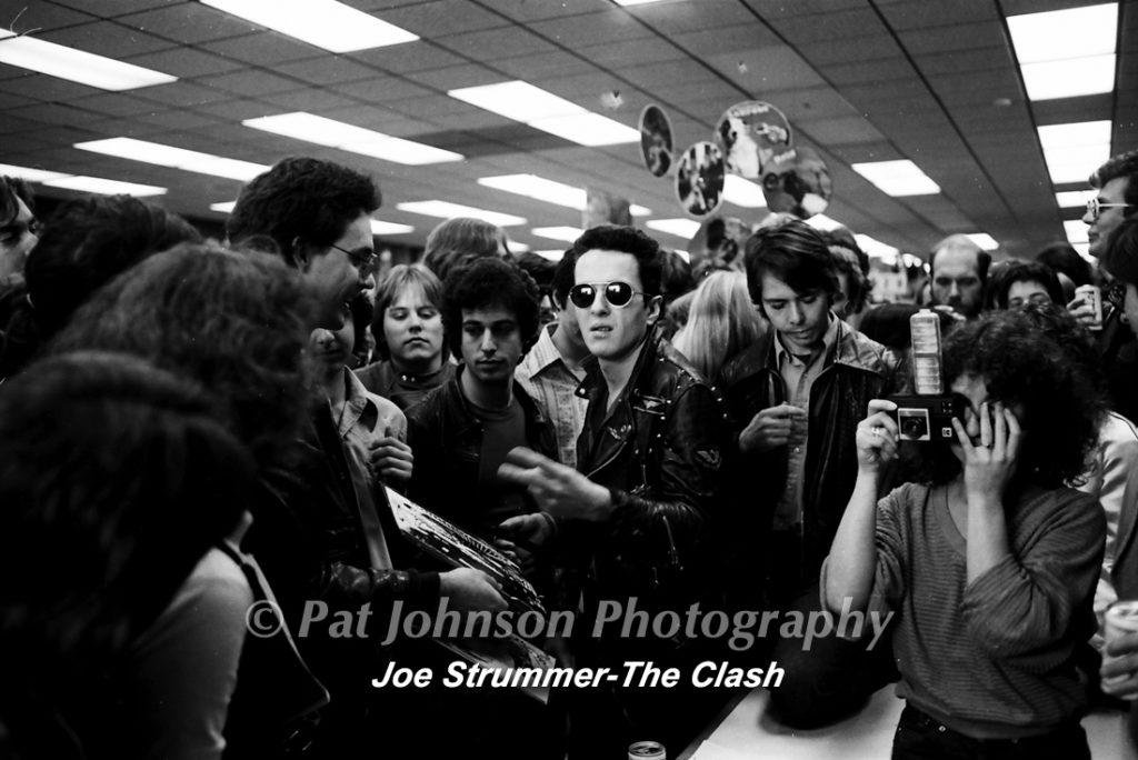 R-23-.Joe Strummer -the clash-38
